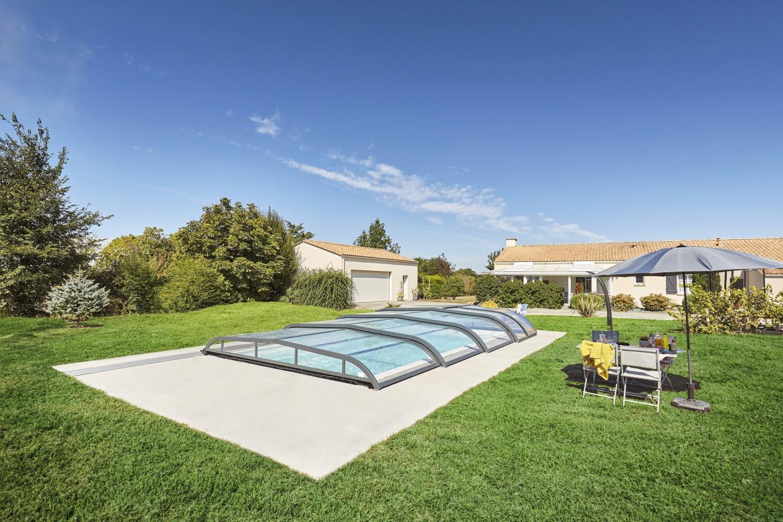 Abri de piscine : opter pour une ouverture télescopique sur monorail