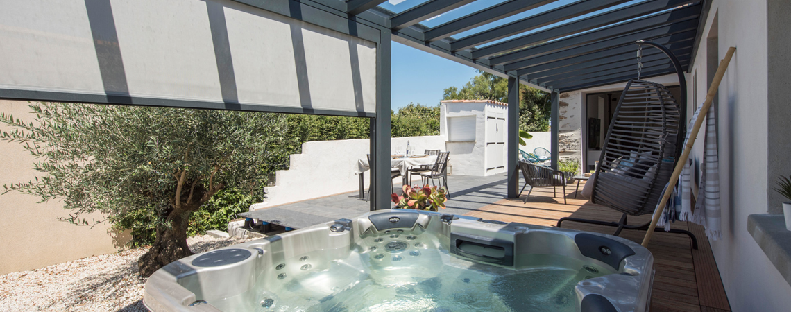 Quels avantages à installer un abri de terrasse ou une pergolaen tant que professionnel ?
