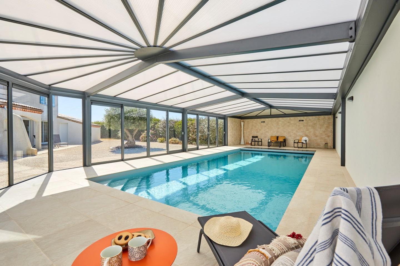 La véranda de piscine Sérénity une vraie piscine d'intérieure