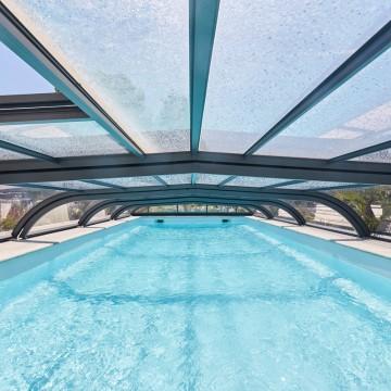Installer un abri de piscine : quelles sont les dépenses annexes à budgéter ?
